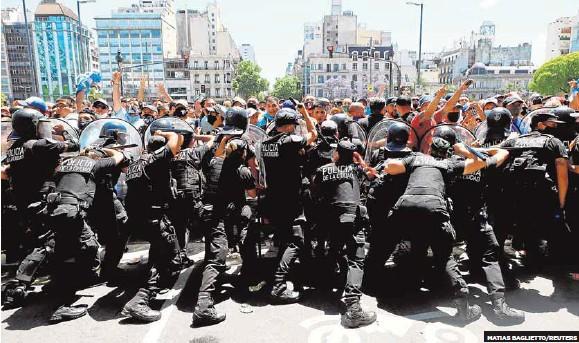 ARGENTINA ESTALLA POR MARADONA