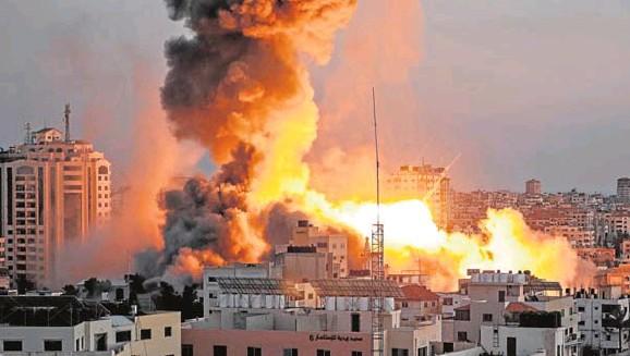 ISRAEL LANZA UN TORMENTA DE MISILES SOBRE GAZA