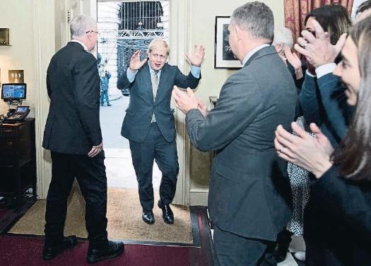 LA VICTORIA DE JOHNSON DESPEJA EL BREXIT PERO ABRE OTRO FRENTE EN ESCOCIA