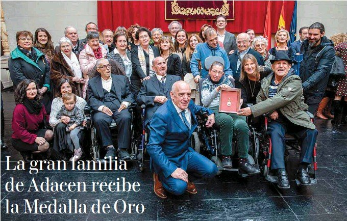 LA GRAN FAMILIA DE ADACEN RECIBE LA MEDALLA DE ORO